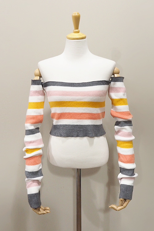 블랙피치Rainbow Off Shoulder Knit Crop Top